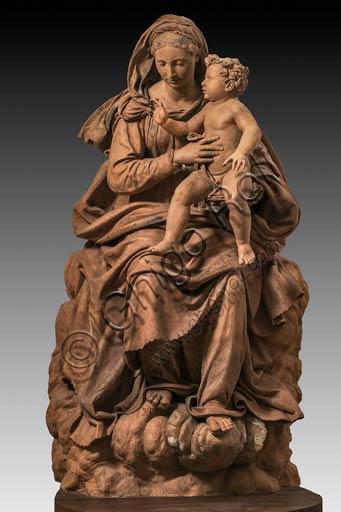 Modena, Galleria Estense: Madonna col Bambino, di Antonio Begarelli  (1499-1565).