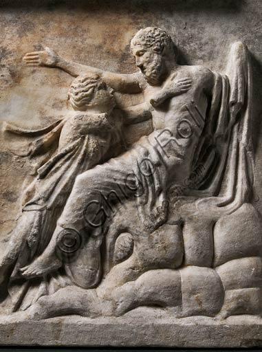 Modena, Museo Civico Archeologico Etnologico:  lastra marmorea dei Niobidi, copia romana da un originale di Fidia. Necropoli orientale di Mutina (Modena, Via Crespellani). I sec d.C.