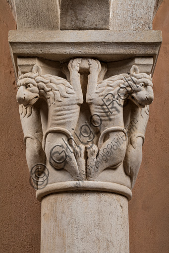 Modena, Ghirlandina Tower, Torresani Hall, west wall: a capital with four pairs of rampant lions. Campionese Masters, XII - XIII century.