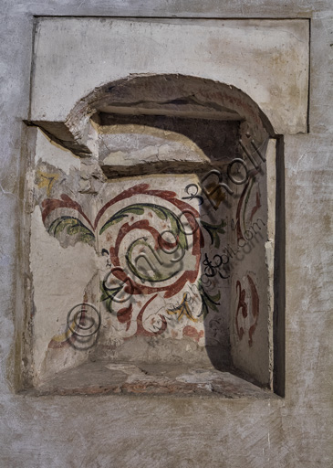 Modena, Ghirlandina Tower, the room of the Stolen Bucket: decorated recess.