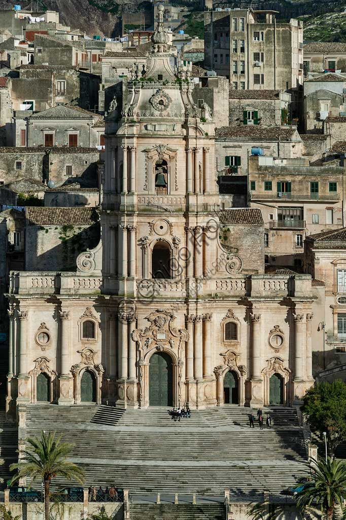 Modica: view of the Cathedral of St GeorgeThe Cathedral of St George is the symbol of the Sicilian Baroque. It is included in the UNESCO World Heritage List, and it is the final result of the six / eighteenth century reconstruction, following the disastrous earthquakes that struck Modica in 1542, in 1613 and in 1693 (the most devastating); slight damage was caused by the earthquakes in the Iblea area that occurred during the eighteenth century and in 1848.