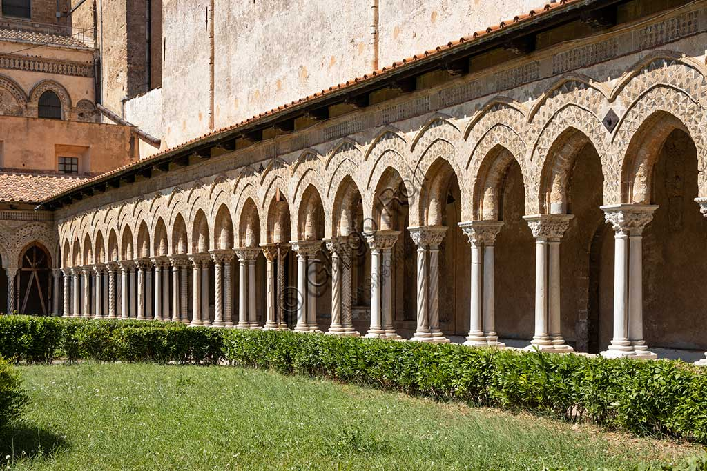Monreale, Duomo, cloister of the Benedictine monastery (XII century): series of arches on the Eastern side of the cloister.