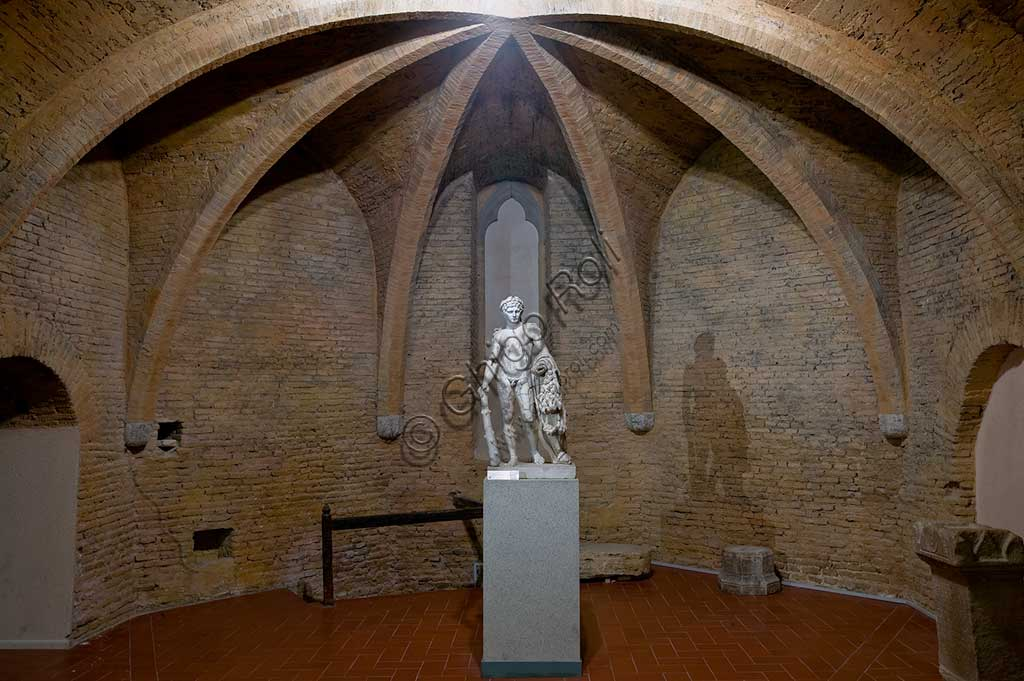 Montefalco, Museum of St. Francis: statue of Hercules (1st century), on a 4th century BC archetype.
