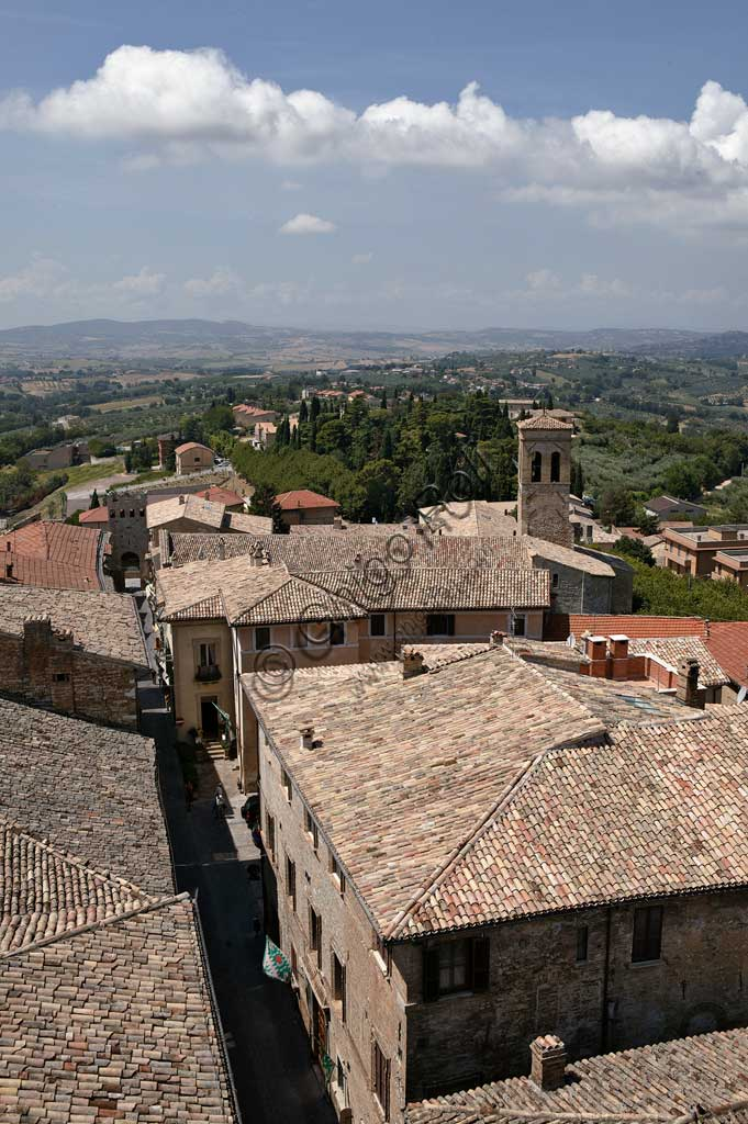 Montefalco: view of Avenue Goffredo Mameli from the municipal tower.