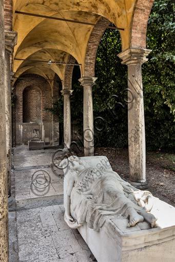 """Piacenza, Galleria Ricci Oddi: """"Monumento funebre a Elena"""", di Annibale Monti."""