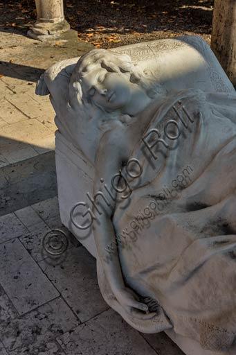 """Piacenza, Galleria Ricci Oddi: particolare del """"Monumento funebre a Elena"""", di Annibale Monti."""