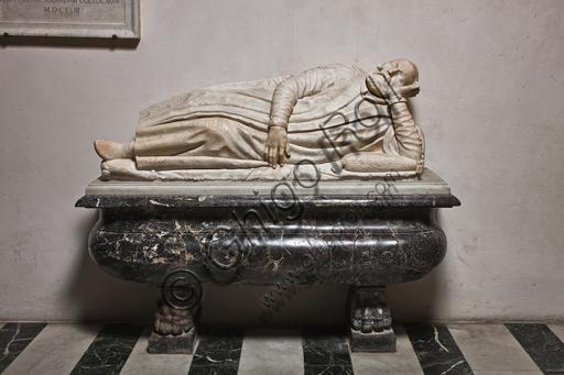 """Genova, Duomo (Cattedrale di S. Lorenzo), interno, navata settentrionale, Cappella De Marini: """"Monumento funebre di Matteo Fieschi"""", di scultore attivo alla metà del XVI secolo."""