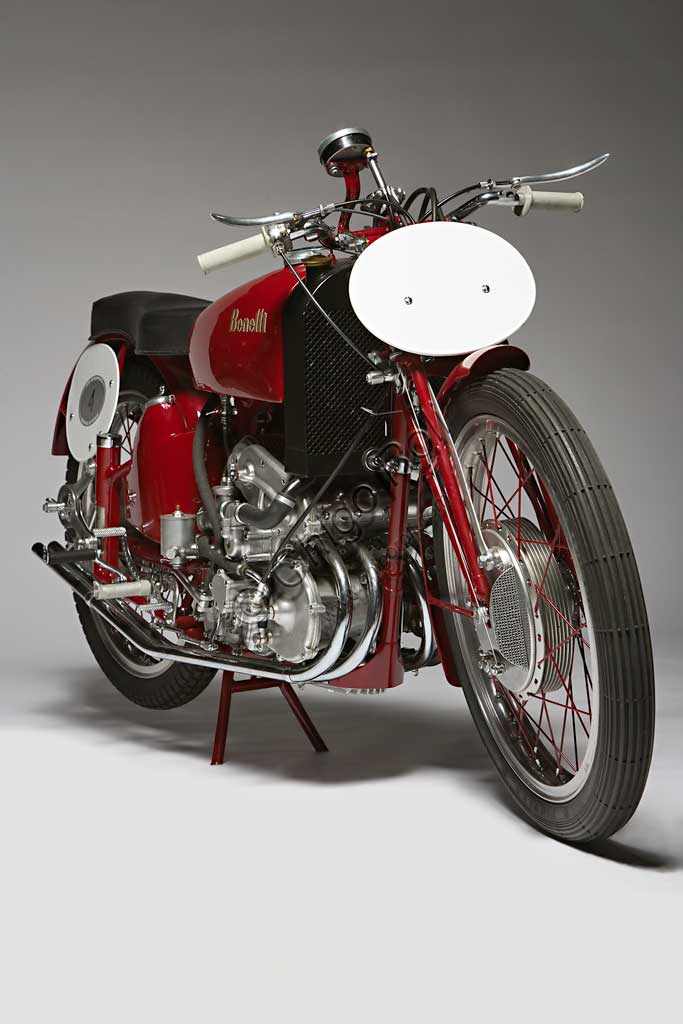 Ancient Motorbike Benelli 250 Corsa 4 Cilindri  (250 Race 4 Cylinders with Compressor)