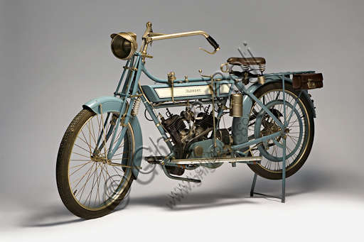 """Vintage motorcycle Clément, deux cylindres 3 Hp,Brand: Clément (Motosacoche)model: deux cylindres 3 Hpnation: France - Levallois-Perretyear: 1912 - 13conditions: restoreddisplacement: 320 cc.engine: Clédiaber """"L"""" twin cylinder 45 ° V with lateral valvesgearbox: two-speed with hand control on the tankfinal chain driveGustave Adolphe Clément already founded a bicycle manufacturing company in 1878. In 1891 he began to make a fortune by marketing pneumatic tires in France under the Dunlop license. In 1896 he joined Gladiator and began building tricycles with the De Dion-Bouton engine. In 1902 a Clément twin cylinder wins the first uphill race on Mont Ventoux. In 1904 it dissolved this company and formed Clément-Bayard, with which it would also produce cars exported to England under the Clément-Talbot brand. The mo"""