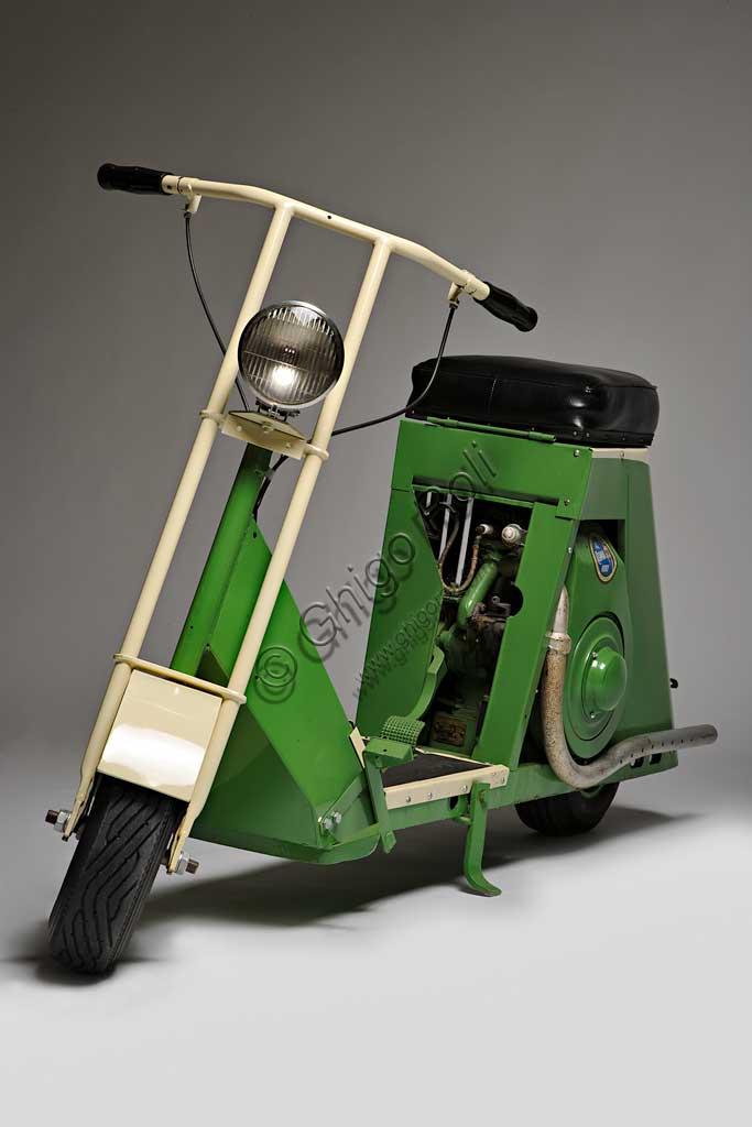 Ancient Motorbike Cushman Auto-Glide. Scooter.