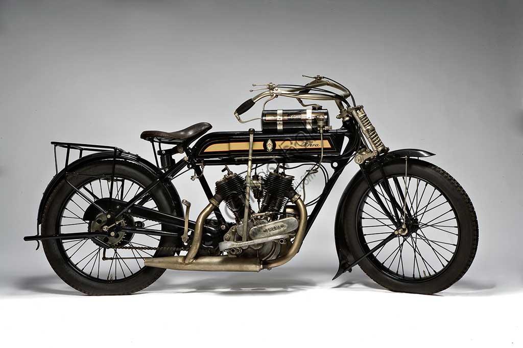 Ancient Motorbike Frera 8/10 Hp