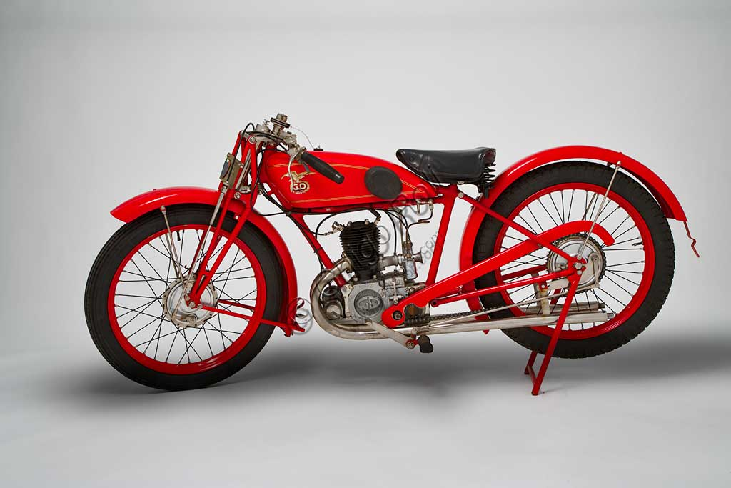 Ancient Motorbike G.D. CM Turismo 175