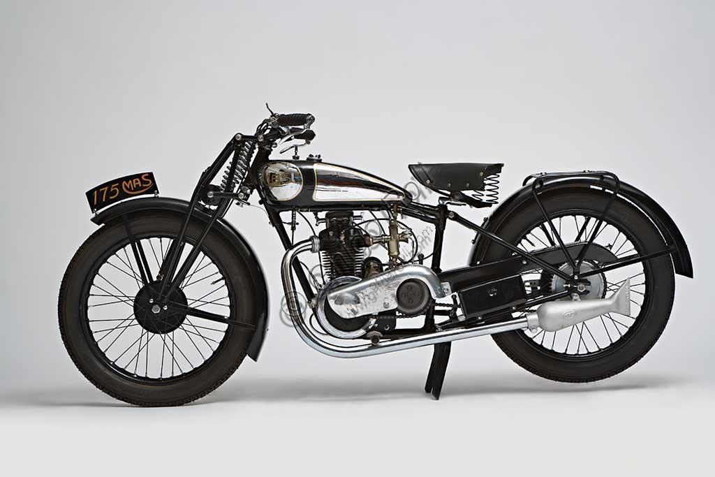 Ancient Motorbike Mas 109 L - 175 cc