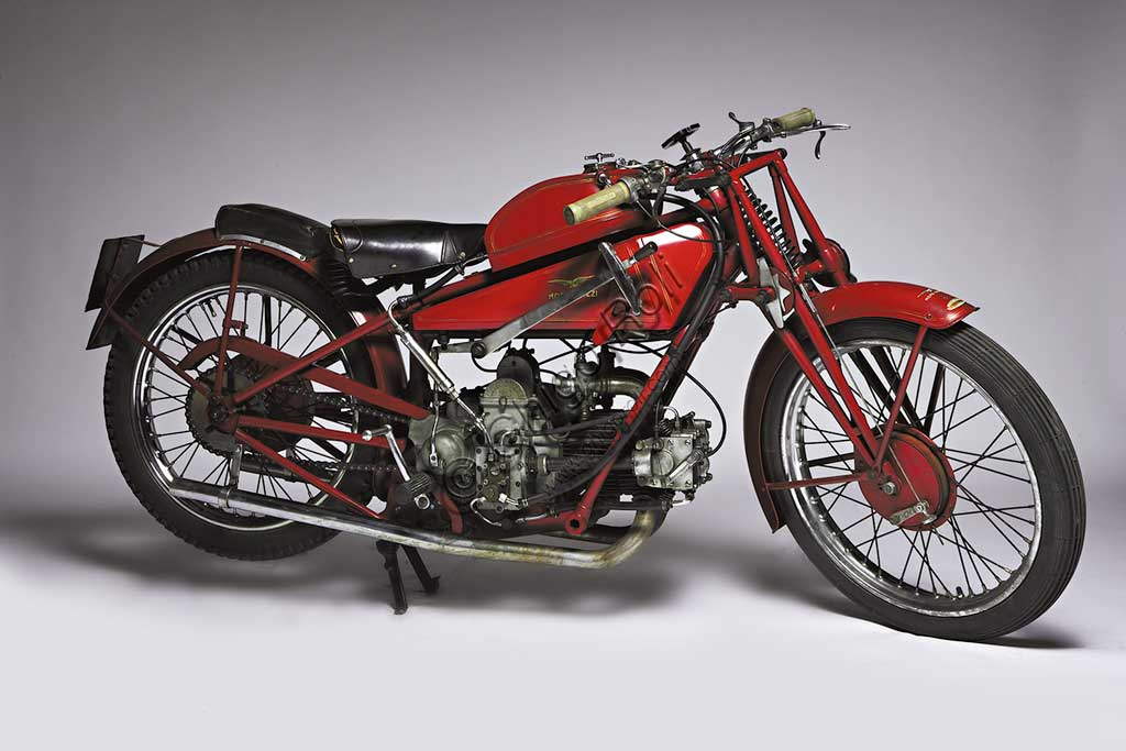 Ancient Motorbike Moto Guzzi 4 VT SS Casa