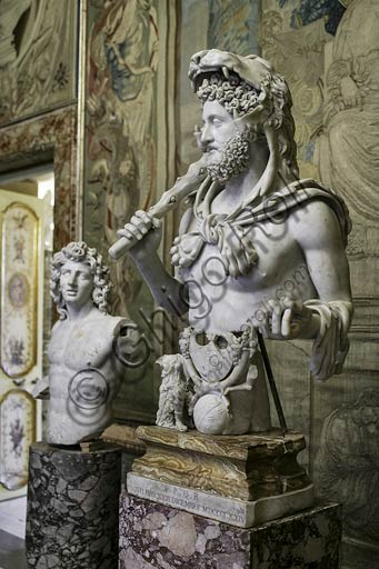 Rome, Capitoline Museums: bust of Commodus, as Hercules. (180-193 AD).