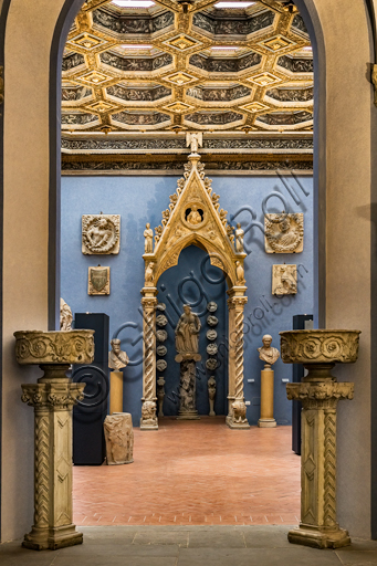 Museum Stefano Bardini: entrance into the room of sculptures.
