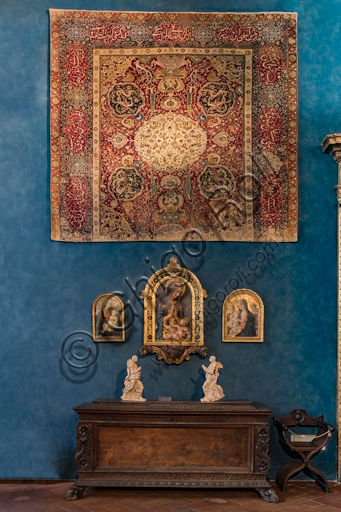Museum Stefano Bardini:the room with the collection of works from the late 14th century to the early 16th century.