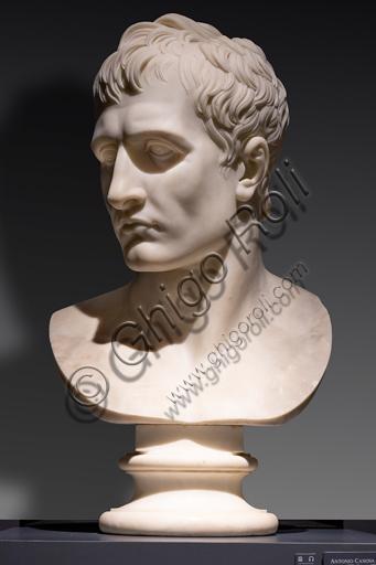 """""""Napoleone"""", 1804-09, di Antonio Canova (1757 - 1822), marmo di Carrara."""
