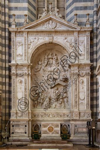 Orvieto, Basilica Cattedrale di Santa Maria Assunta (o Duomo), interno, Cappella dei Magi: ricco altare marmoreo scolpito da Michele Sanmicheli, Giovanni Battista da Siena e Simone Mosca. La scena dell'Epifania è di Raffaello da Montelupo; i tre angeli osannanti in alto e altri bassorilievi sono del figlio Francesco.