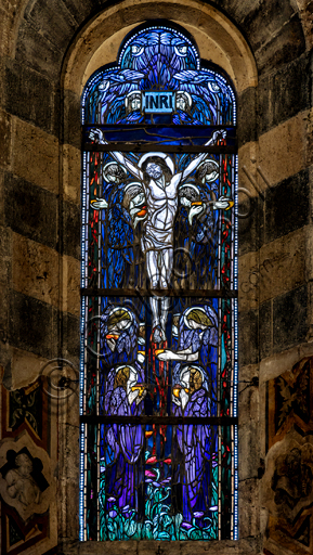 Orvieto,  Basilica Cathedral of Santa Maria Assunta (or Duomo), the interior, the Chapel of the Corporale:stained  glass window representing a Crucifixion by Cesare Picchiarini on a drawing by Duilio Cambellotti.
