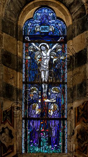 Orvieto, Basilica Cattedrale di Santa Maria Assunta (o Duomo), interno, la Cappella del Corporale: vetrata con Crocifissione di Cesare Picchiarini, su disegno di Duilio Cambellotti.