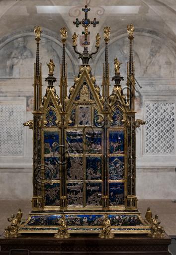 Orvieto, MODO (Museo dell'Opera del Duomo di Orvieto), Libreria Alberi: il Reliquiario del Corporale, un capolavoro di oreficeria realizzato intorno al 1330 in oro, argento e smalto traslucido da Ugolino di Vieri per contenere la principale reliquia di un  famoso miracolo di Bolsena avvenuto nel 1263.