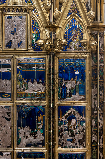 Orvieto, MODO (Museum of the Opera of the  Duomo of Orvieto), Alberi Library: the Reliquary of the Corporal, a masterpiece of goldsmithing made around 1330 in gold, silver and translucent enamel by Ugolino di Vieri to contain the main relic of a famous miracle which took place in 1263 in Bolsena. Detail.
