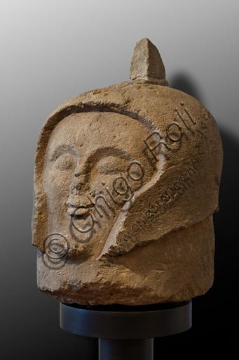 Orvieto, Museo Faina: Cippo a forma di testa di guerriero ritrovato nella necropoli orvietana di Crocifisso del Tufo, 520 - 530 a.C.