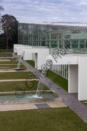 Padova, l'Orto Botanico: la grande serra del Giardino della Biodiversità.