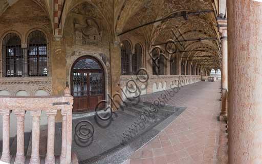 Padova, Palazzo della Ragione:  loggia esterna.