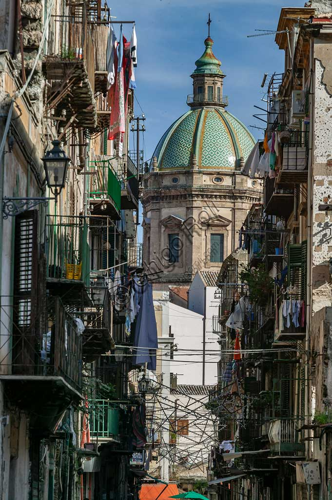 Palermo: partial view of a street in the city centre.