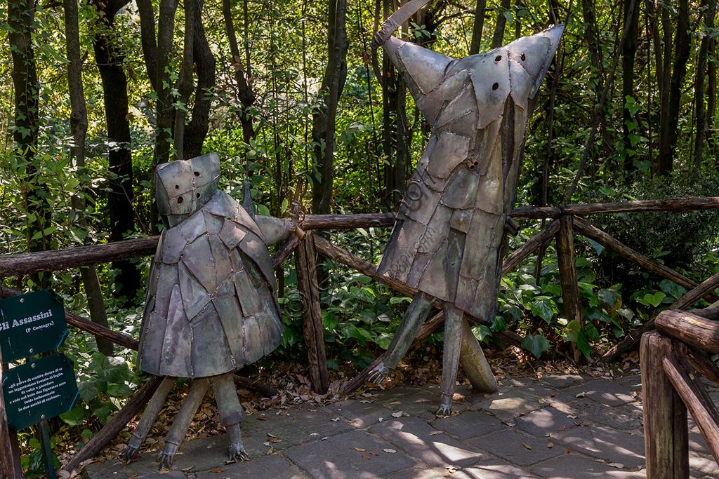Parco di Pinocchio, il Paese dei Balocchi: gli Assassini, statue in bronzo e acciaio di Pietro Consagra.