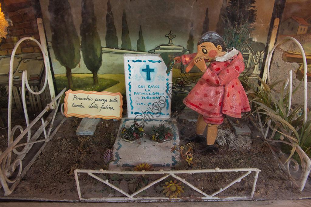 Parco di Pinocchio, il Teatro Meccanico: Pinocchio piange la morte della Fata Turchina.