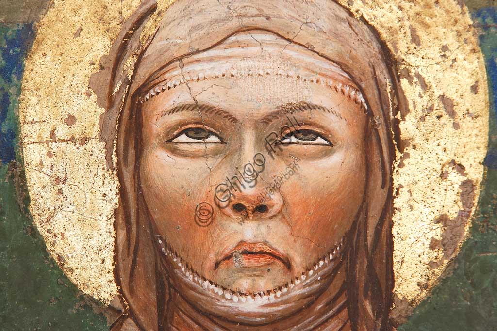 """Rocca di Vignola, Cappella Contrari, parete Ovest """"Pentecoste"""", affresco del Maestro di Vignola, anni Venti del Quattrocento. Particolare del viso della Madonna."""