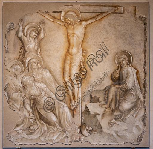 """Perugia, Galleria Nazionale dell'Umbria: """"Crocifissione - Madonna dolente, pie donne e S. Giovanni evangelista"""", di Iacopo Salimbeni, 1416-20, affresco staccato."""