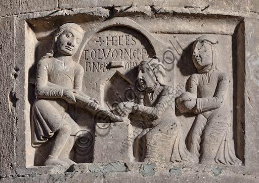 Piacenza,  Duomo, interno, pilastro del transetto meridionale: una delle formelle dei Paratici (o Corporazioni di Arti e Mestieri).
