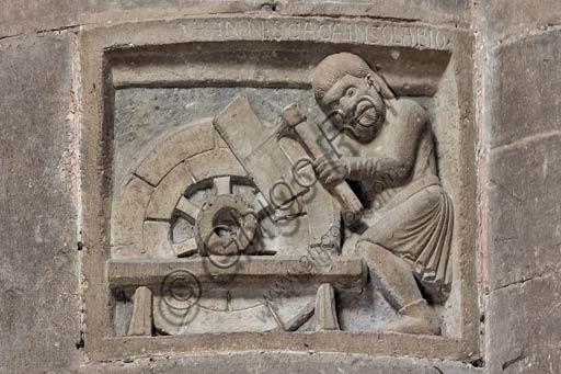 Piacenza,  Duomo, interno: una delle formelle dei Paratici (o Corporazioni di Arti e Mestieri) dedicata ai Carradori (Carrettieri).