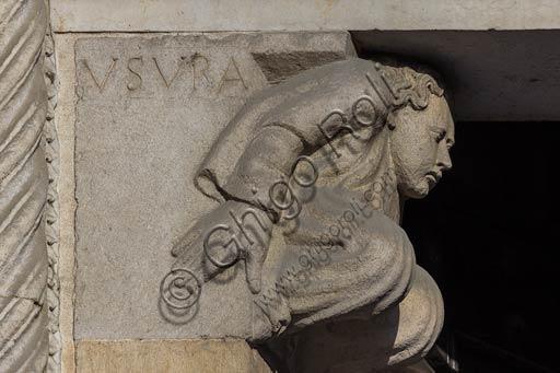 Piacenza, il Duomo, facciata, portale maggiore: mensola dell'architrave con allegoria dell'usura (interesse).