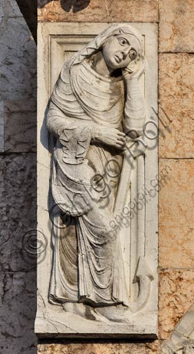 Piacenza, the Cathedral (Duomo), façade: sculpture of the main portal prothyrum.