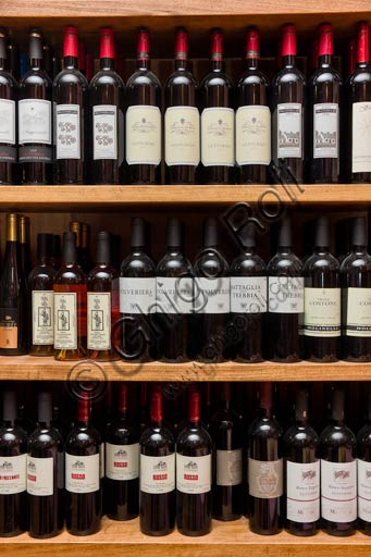Piacenza, Osteria La Carrozza: bottles of wine from Piacenza hills (for instance Gutturnio wine).