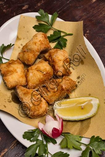 Piacenza, Osteria La Carrozza, piatto tipico piacentino:  merluzzo fritto.