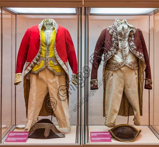 Piacenza, Palazzo Farnese, Musei Civici, Museo delle Carrozze:  abiti maschili dei secoli XVIII e XIX.