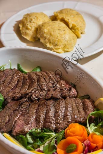 Valtellina typical recipes: beef stew and polenta taragna.