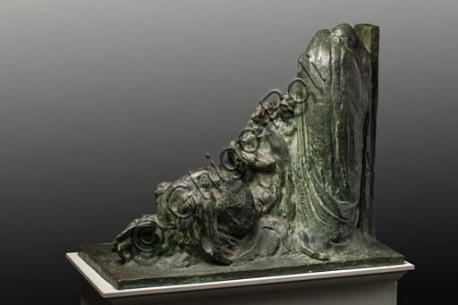"""Collezione Assicoop - Unipol: Ermenegildo Luppi (1877 - 1937), """"Pietà"""", bozzetto in bronzo."""