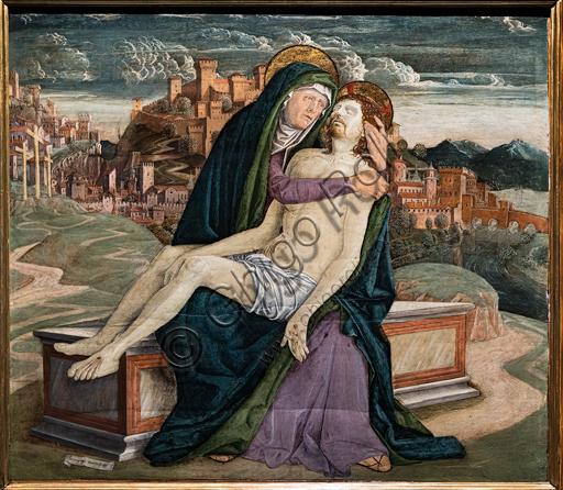 """""""Pietà"""",  di Gerolamo da Treviso il Vecchio, 1495-7 circa. Sullo sfondo una cittadina fortificata che potrebbe rappresentare un borgo veneto come Soave o Marostica."""