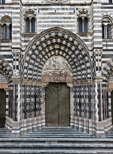 """Genova, Duomo (Cattedrale di S. Lorenzo), lato ovest, la facciata: """"il portale maggiore""""."""