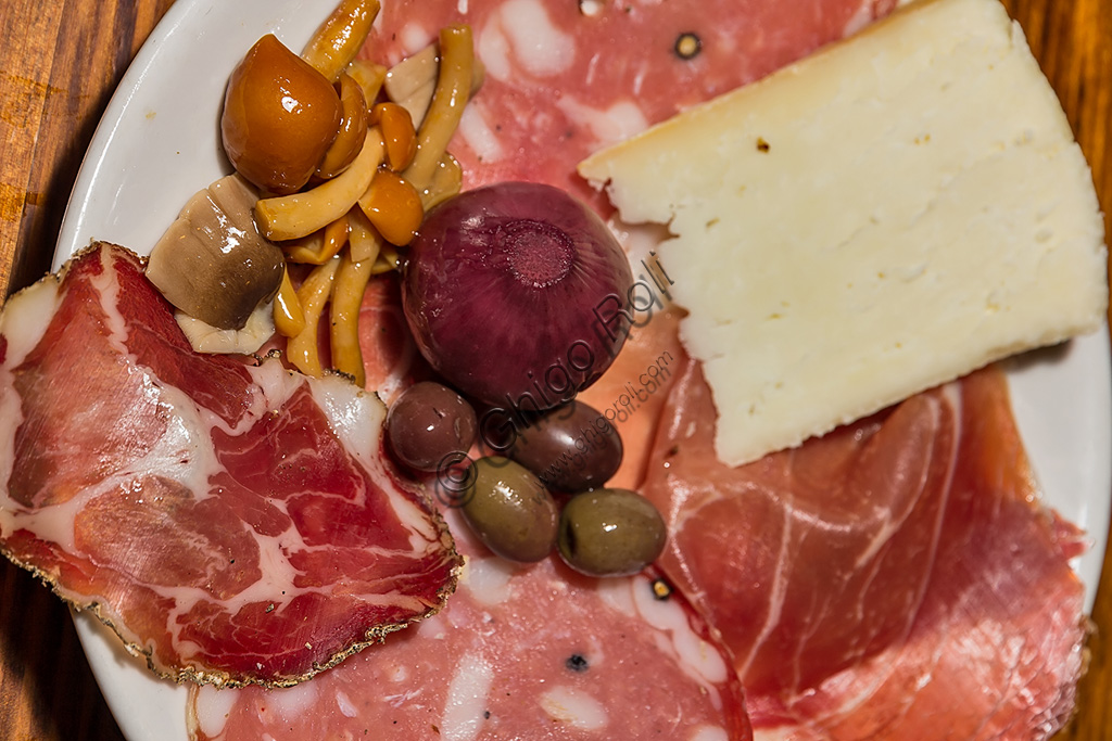 Typical Tuscany  products: cold cuts, olives and pecorino cheese.