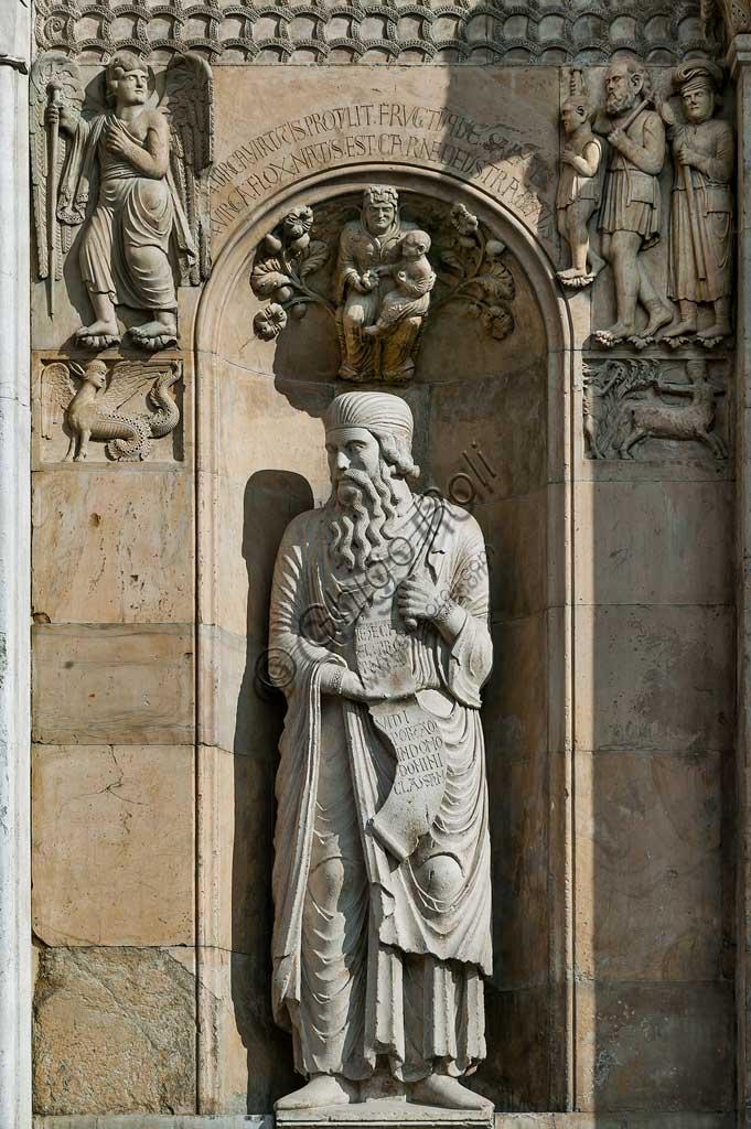 """Fidenza, Duomo (Cattedrale di S. Donnino), Facciata: """"Profeta Ezechiele"""", scultura di Benedetto Antelami."""