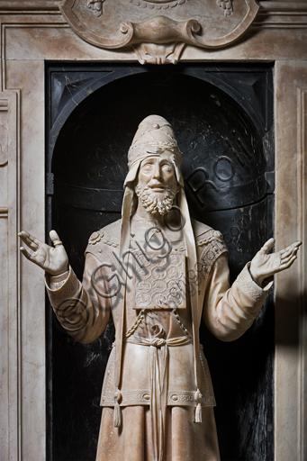 """Genova, Duomo (Cattedrale di S. Lorenzo),  Cappella di San Giovanni, parete Est: """"il Profeta Zaccaria"""", di Matteo Civitali, 1496, statua in marmo entro nicchia. Particolare."""