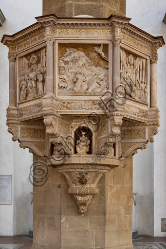 "Basilica of the Holy Cross, right aisle: ""Pulpit with scenes from the life of St. Francis"", by Benedetto da Maiano (around 1481). Decorated by five bas-relief sculpted tiles, with scenes from the life of the Saint, it has a strong effect of depth thanks to the skilful use of perspective. There are niches with statuettes of the Virtues under each tile."